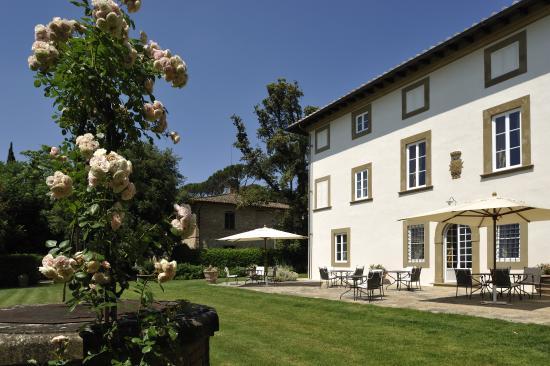 Pratello Country Resort: villa e pozzo