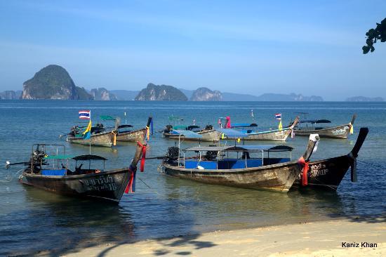 Anyavee Tubkaek Beach Resort: Long tail boat waiting on Tub Kaek beach to go to other islands.