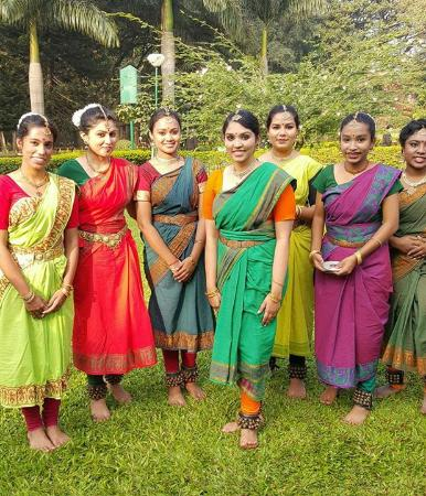 ITC Gardenia, Bengaluru - a Luxury Collection Hotel: Indian youth dancers at Cubbon Park.