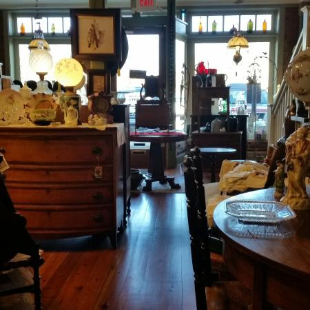 ‪Madison Station Antiques‬