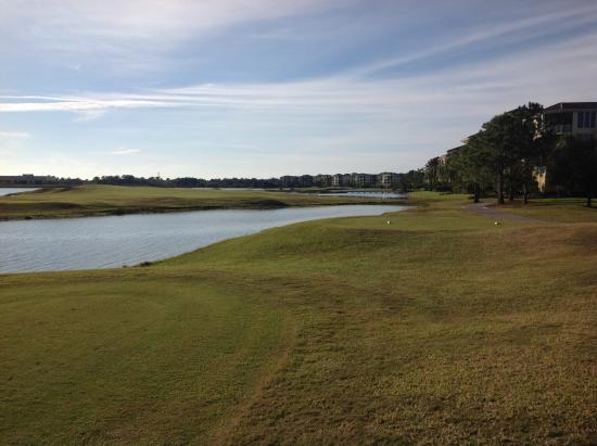 Legacy Golf Club at Lakewood Ranch : Par 3 view over water