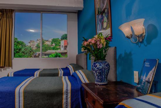 Hotel Villa Del Mar: Habitacion con 3 camas.