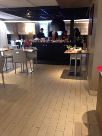 Campanile Lyon Nord - Dardilly: Salle de restaurant
