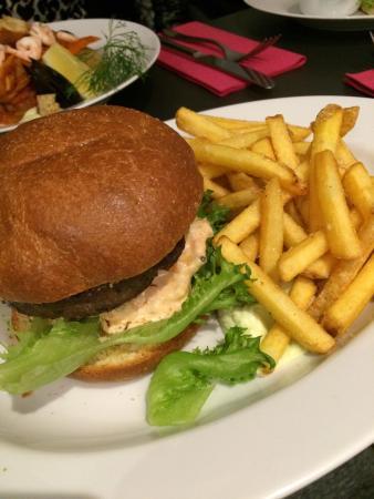 Ουμέα, Σουηδία: Burger and dessert