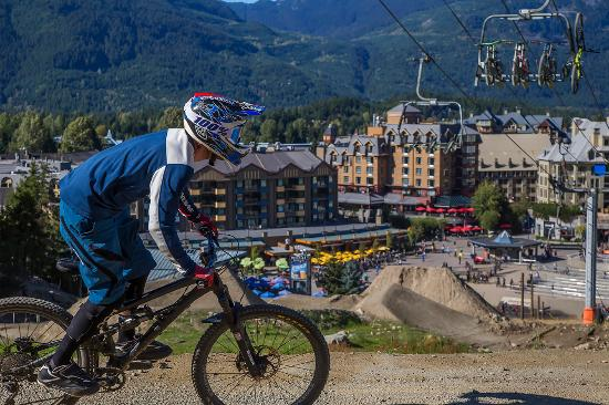 Sundial Boutique Hotel : Views of the bikers coming down the mountain