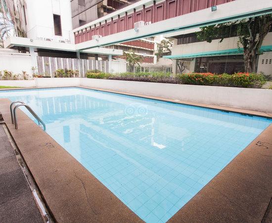 Aim conference center manila hk 337 h k 4 2 4 for Affordable pools near metro manila
