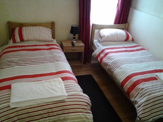 Dowlais, UK: twin room