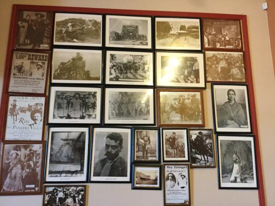 Los Banos, Калифорния: Walls have interesting photos and posters.
