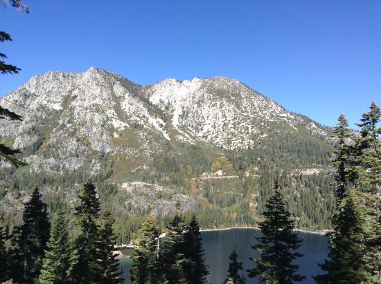 Lake Tahoe Nevada State Park: Lake Tahoe State Park med flott utsikt mot fjellkjeden Sierra Nevada