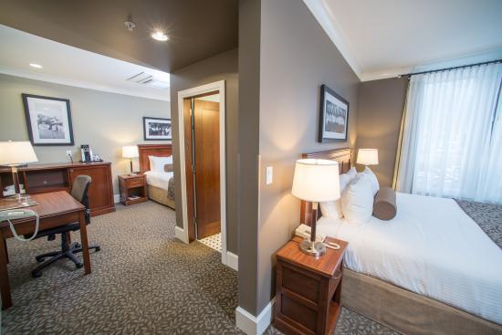Hume Hotel & Spa: Split Room
