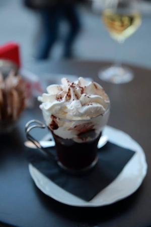 Delicious hot chocolate: fotografía de Cafe Pasticceria I Miracoli ...