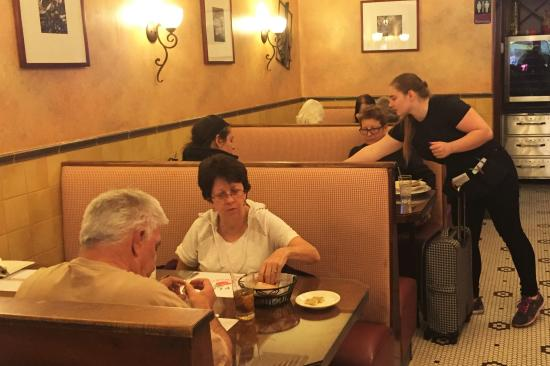 Mineola, NY: Dinner Service