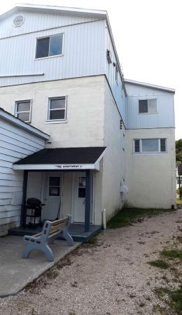 Gore Bay, Canada: Apartment Side from Meredith Street