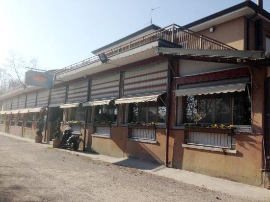 L\'esterno del ristorante - Foto di La Terrazza sull\'Adda, Trezzo ...