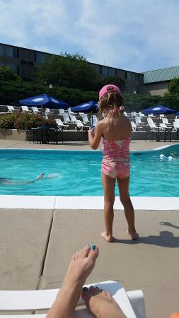 Geneva Ridge Resort: Poolside with my 4 year old. Great way to spend a warm summer day!
