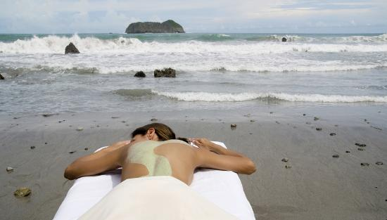 Arenas del Mar Beachfront and Rainforest Resort, Manuel Antonio, Costa Rica: Get a massage by the beach