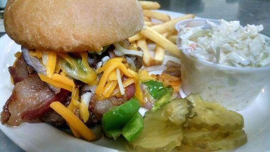 Marenisco, MI: Specialty burgers and sandwiches