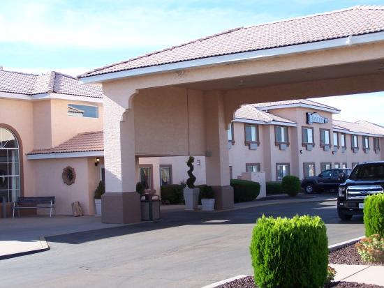Lexington Inn Holbrook Az Front Of Hotel