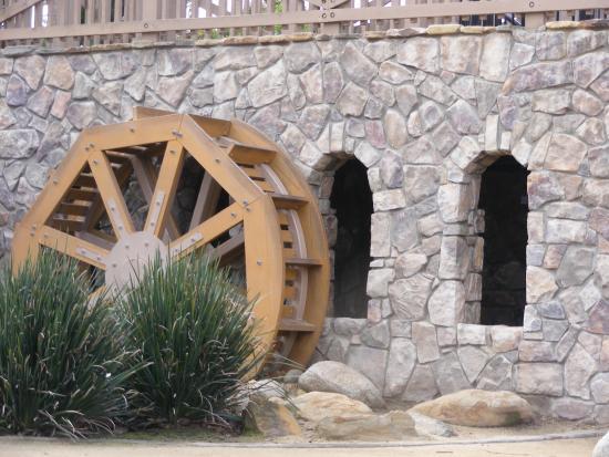 Cerritos, Kaliforniya: Water wheel