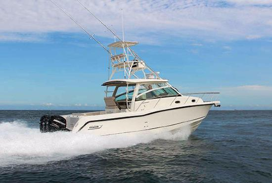 Royal Holiday Beach Motel: Fun offshore sport fishing charters are near the motel
