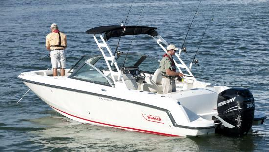 Sand Castle Motel: Off shore fishing charters available for rental near the motel