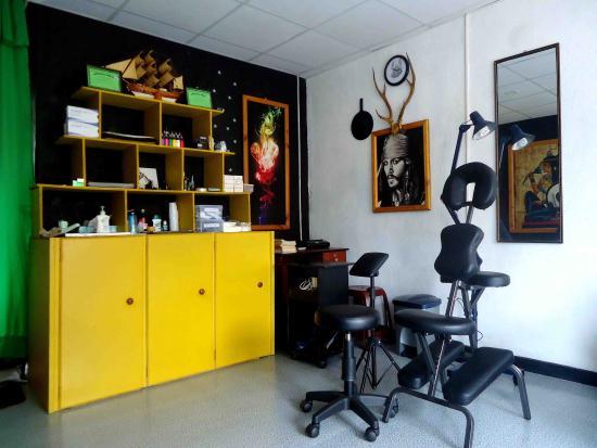 tattoo shop interior picture of west coast tattoo studio kalutara tripadvisor. Black Bedroom Furniture Sets. Home Design Ideas