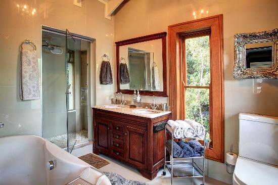 Wilderness, Zuid-Afrika: 2nd floor main bedroom en-suite bathroom