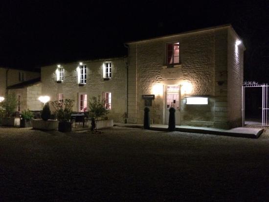 Granzay-Gript, Francia: L'extérieur de nuit du domaine .