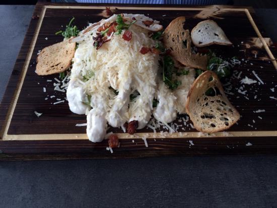 Hudiksvall, Sverige: More mayo (homemade mayo not salad dressing) than salad. But delicious!!