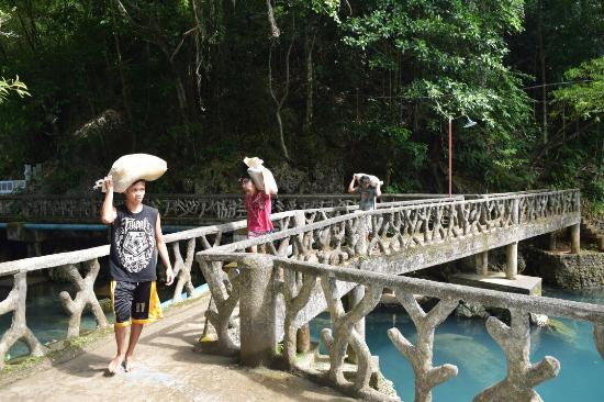 Pandan, Φιλιππίνες: Malumpati Cold Spring