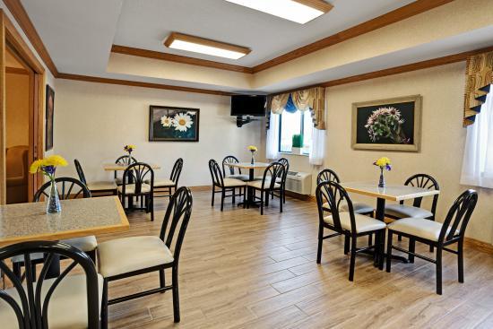 Paw Paw, MI: Breakfast Area