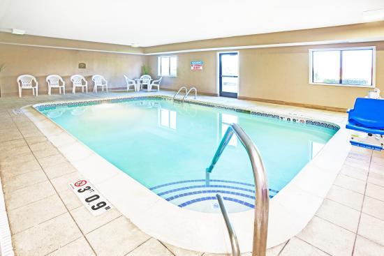 Paw Paw, MI: Pool Area