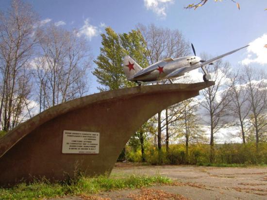 Drakino, Russia: Памятник МиГ-3, Дракино