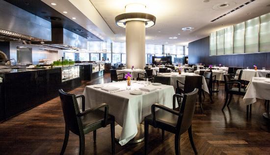 Vox Restaurant mit Blick auf die Terrasse