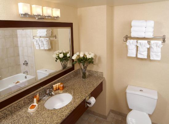 Boulder Station Hotel and Casino: Bathroom