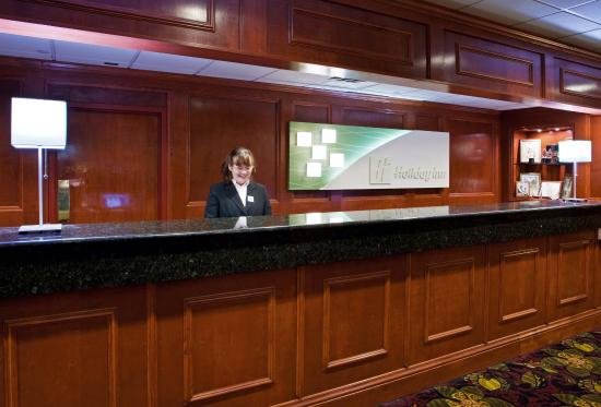Holiday Inn Hotel & Suites Cincinnati-Eastgate: Reception Desk