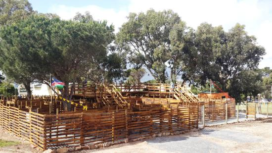 Kommetjie, Южная Африка: The wooden 3D maze is a great activity on the fam