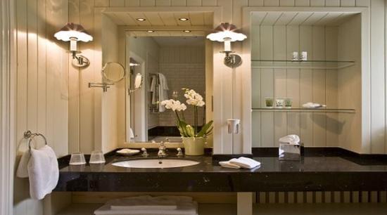 Gregans Castle Hotel: Bathroom