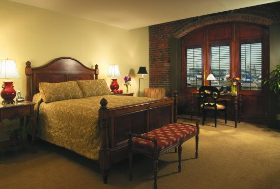 Inn at Henderson's Wharf: Harbor View Room