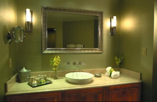 Inn at Henderson's Wharf: Bathroom