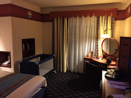Chambre du compass club picture of disney 39 s newport bay for Chambre hotel disney