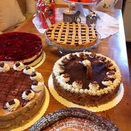 Dirmstein, Tyskland: Mi. bis So. ab 14 Uhr immer frische Kuchen und Torten. Jeden ersten und jeden dritten Sonntag im