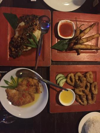 Cordova, Filippijnen: Very tasty philipines food. Amazing fish with black beans and chilli sticks.