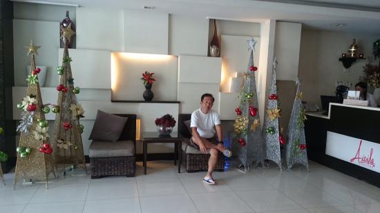Aicila Suites: ホテルのフロント前