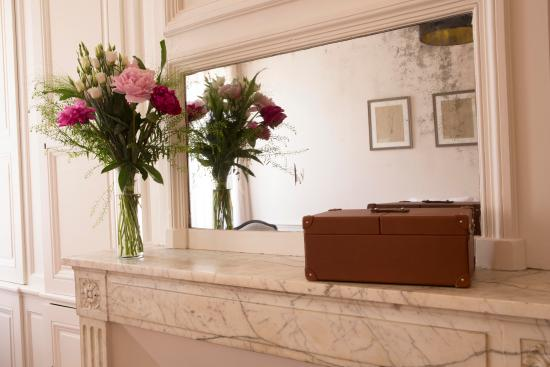 Турнон-сюр-Рон, Франция: Détail chambre #hoteldelavilleon