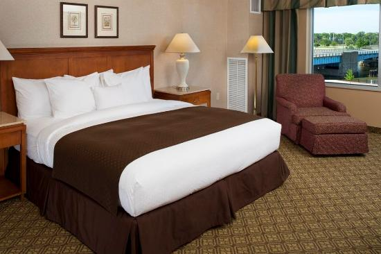 Bay City, MI: King Guestroom with River View