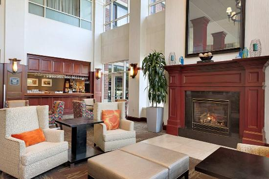 Embassy Suites by Hilton Portland: Hotel Lobby - Lounge