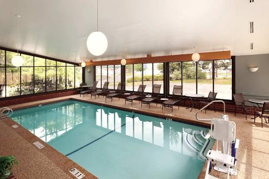 Embassy Suites by Hilton Portland: Portland Hotel with Indoor Pool