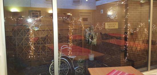 Britannia Bolton Hotel: Christmas in the garden