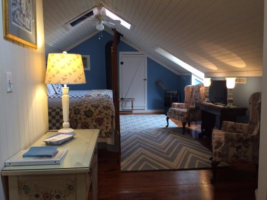 Federal House Inn: large room on 3rd floor with 2 queen beds & 2 baths